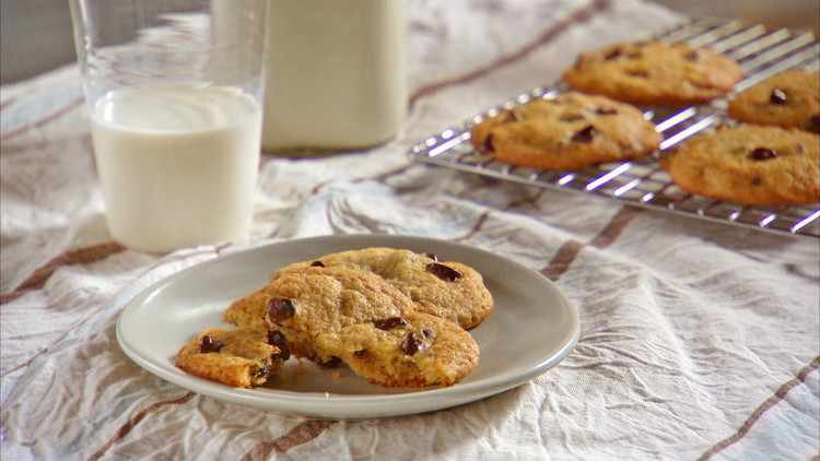 mh_1093_banana_chocolate_chip_cookies.jpg