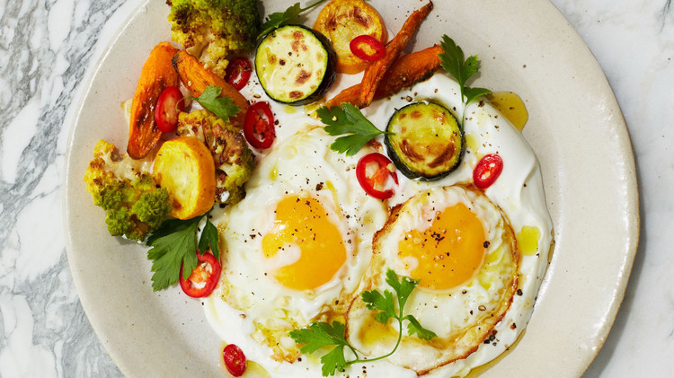 olive oil fried eggs with yogurt