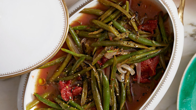 braised-green-beans-with-tomatoes-102797693.jpg