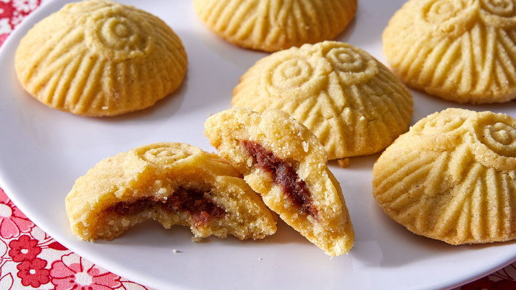 Date-Filled Shortbread Cookies (Ma'amoul)
