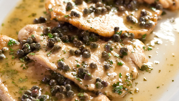 martha-cooking-school-sauteing-chicken-piccata-cs2006-0169.jpg