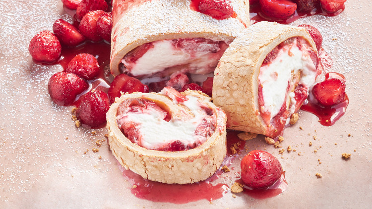 Strawberry-Rhubarb Rolled Pavlova