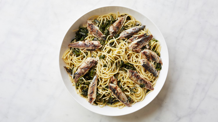 cooking-school-sardines-with-pasta-and-bitter-greens-037-d111289-0914.jpg