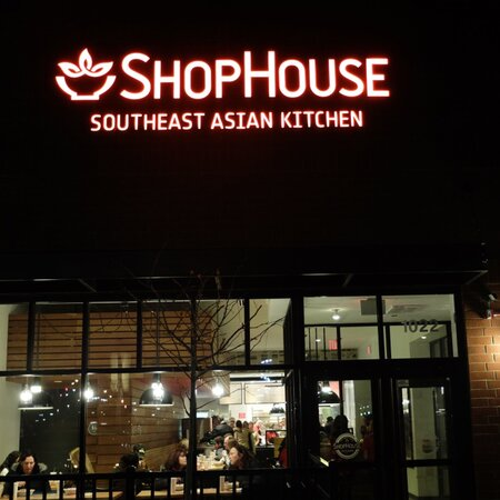 Chipotle S Southeast Asian Chain Shophouse Now Selling Burritos