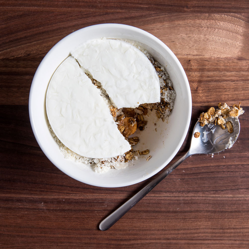 Almond Oats with Muesli and Skyr