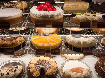 The Cheesecake Factory Will Deliver Free Straight To Your Door Next Week