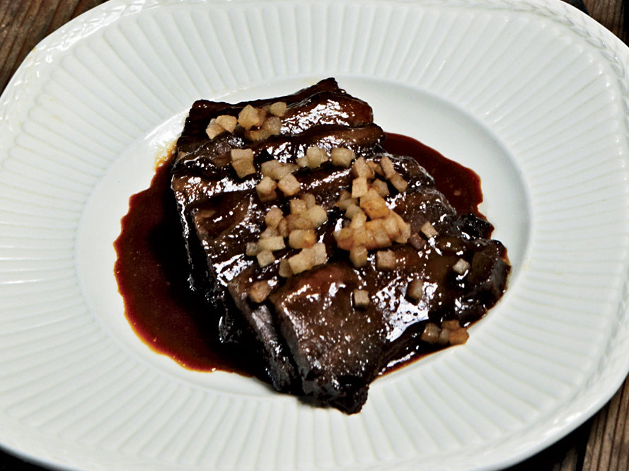 201002-r-red-wine-brisket.jpg