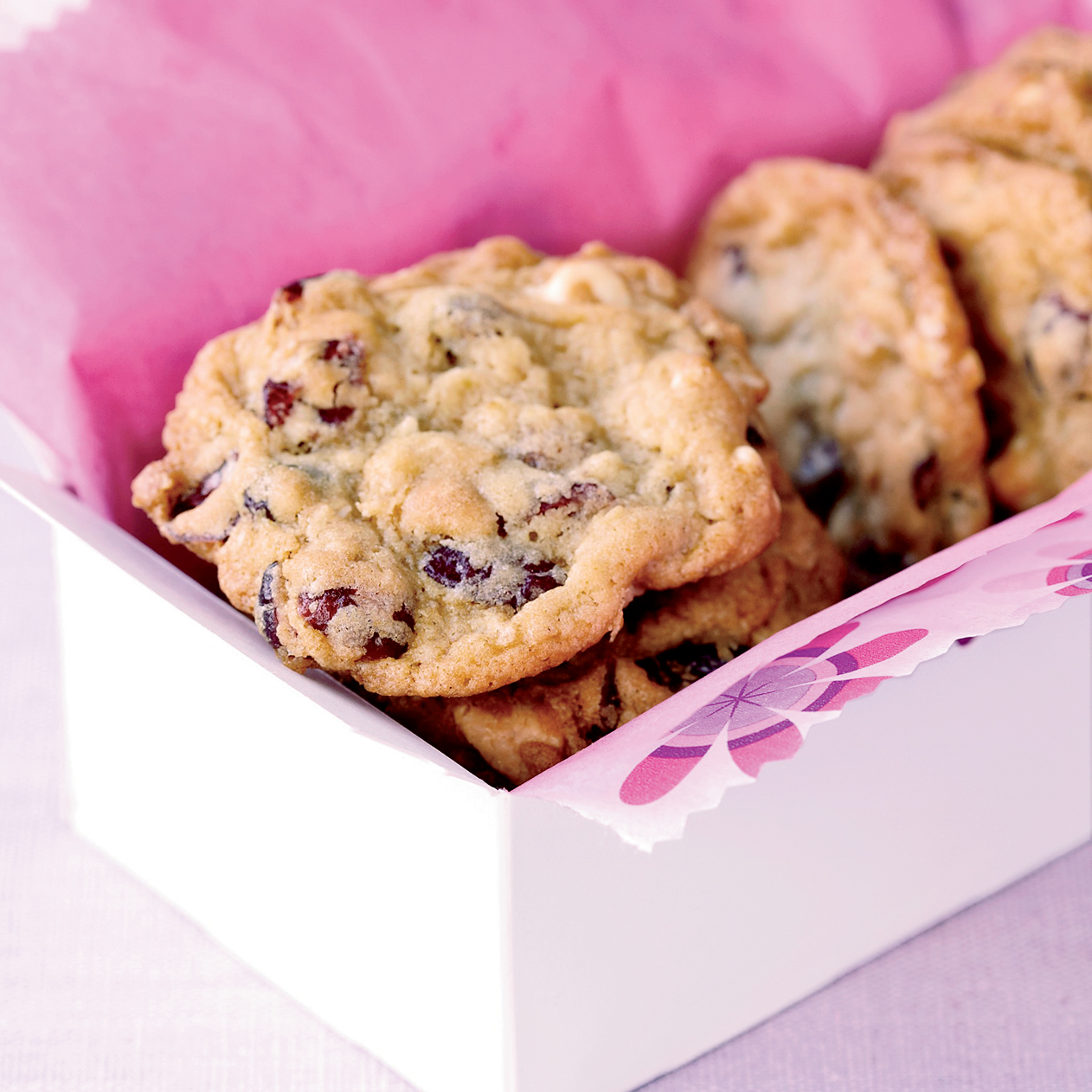 201111-r-dried-cranberry-and-chocolate-cookies.jpg