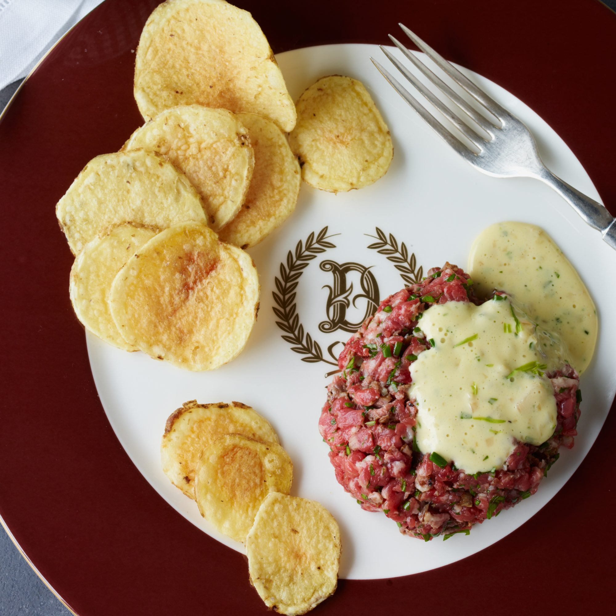 images-sys-201112-r-tartare-delmonico-with-bearnaise-sauce.jpg