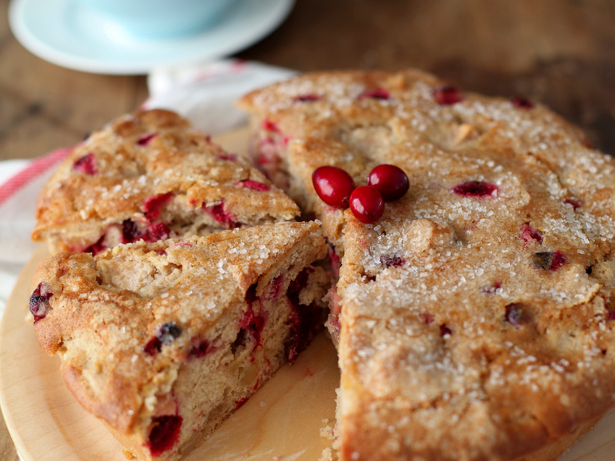 images-sys-201202-r-fruit-cake.jpg
