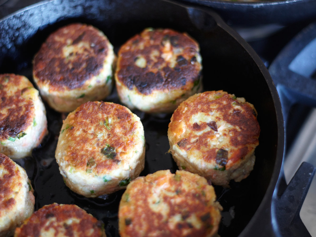 images-sys-201203-r-potato-and-wild-salmon-cakes-with-ginger-and-scallions.jpg