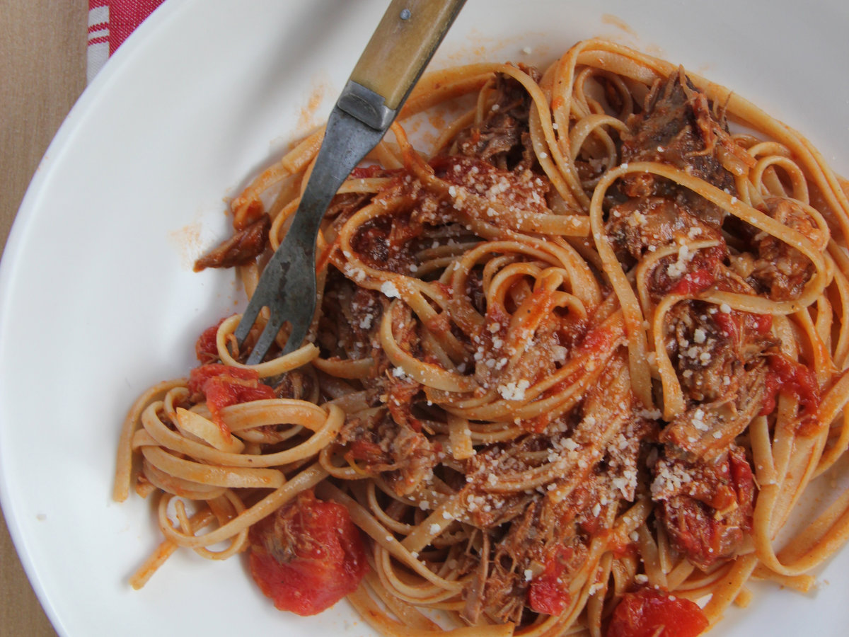 201405-r-braised-beef-and-tomato-gravy.jpg