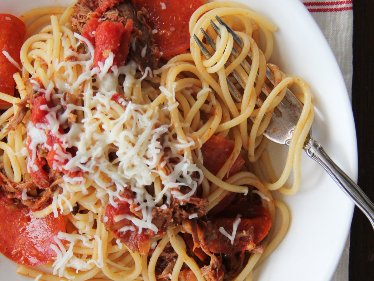 201405-r-meat-lovers-pizza-spaghetti.jpg