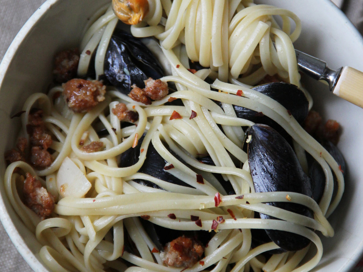 201405-r-chorizo-and-mussel-pasta.jpg
