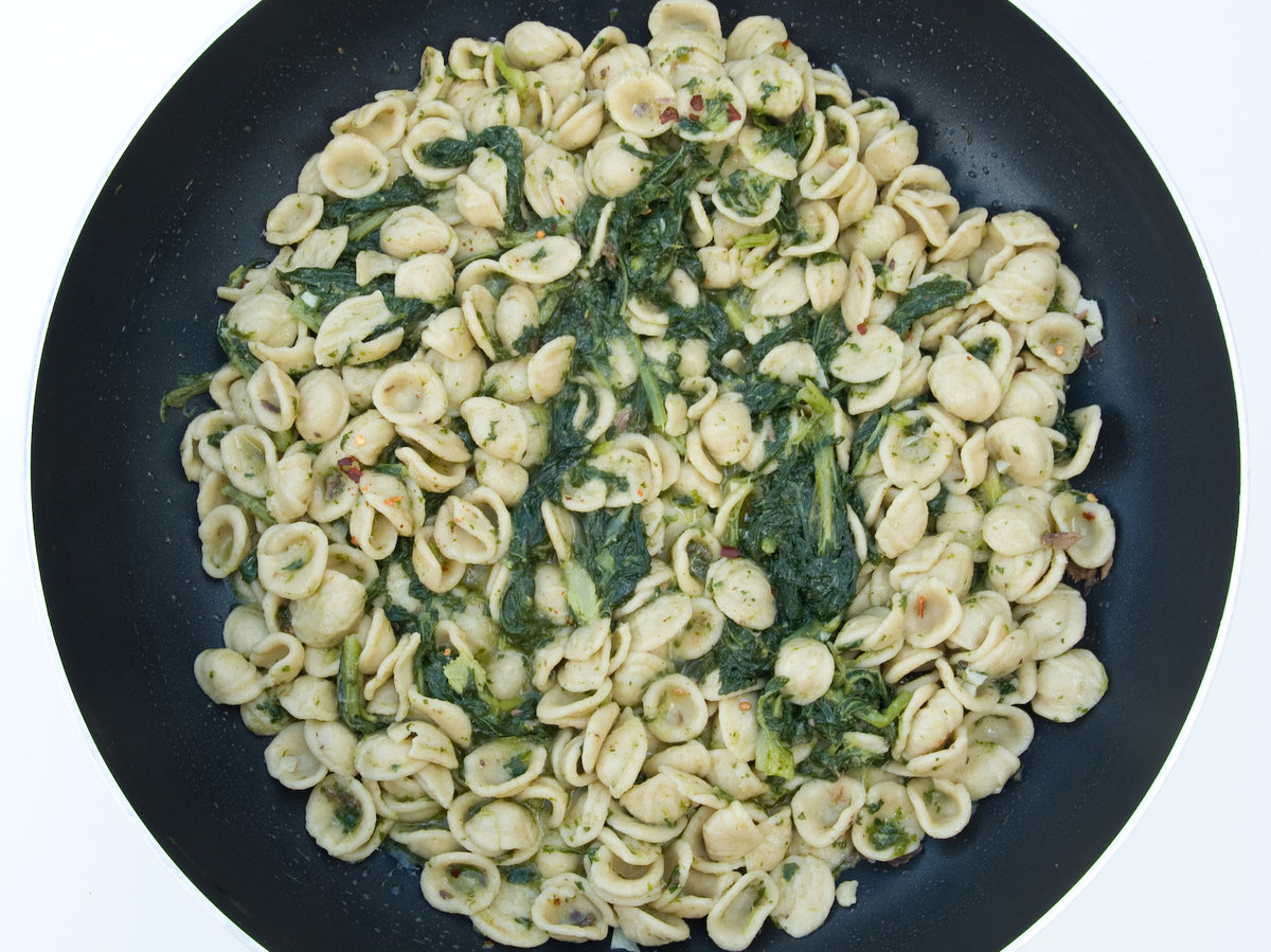 201409-r-orecchiette-with-broccoli-rabe.jpg