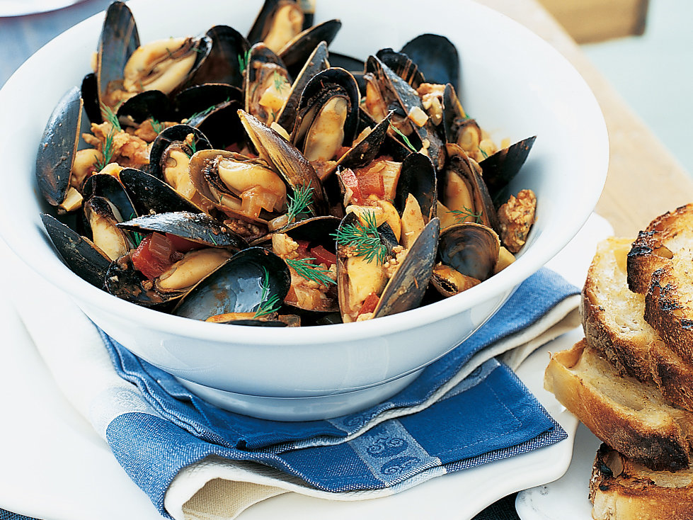 Mussels in Tomato Sauce with Sausage