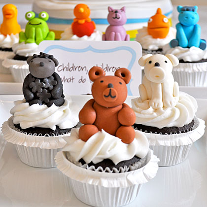 Creating cupcakes of the animals found in the book is a fun way to bring color to your table. Let pint-sized guests pick their favorite animal as their celebration treat.