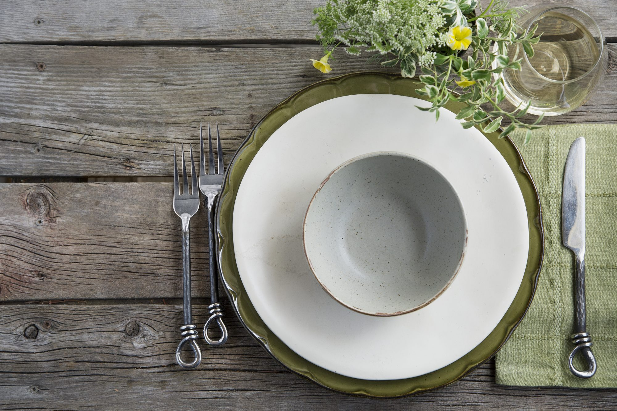 How to Set Your First Thanksgiving Table on a Tight Budget
