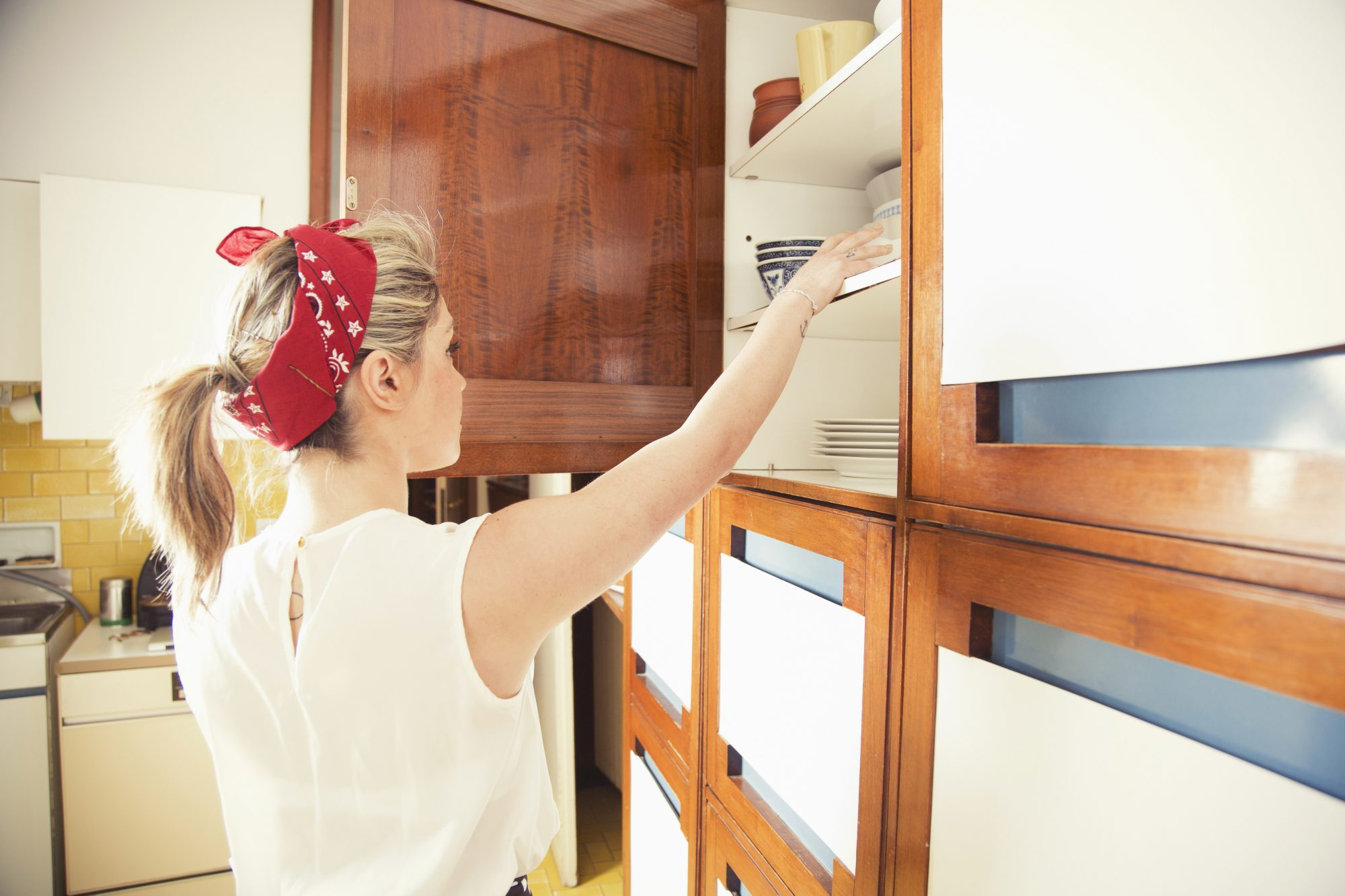 7 Internet Hacks for Organizing Your Cabinets That Actually Work
