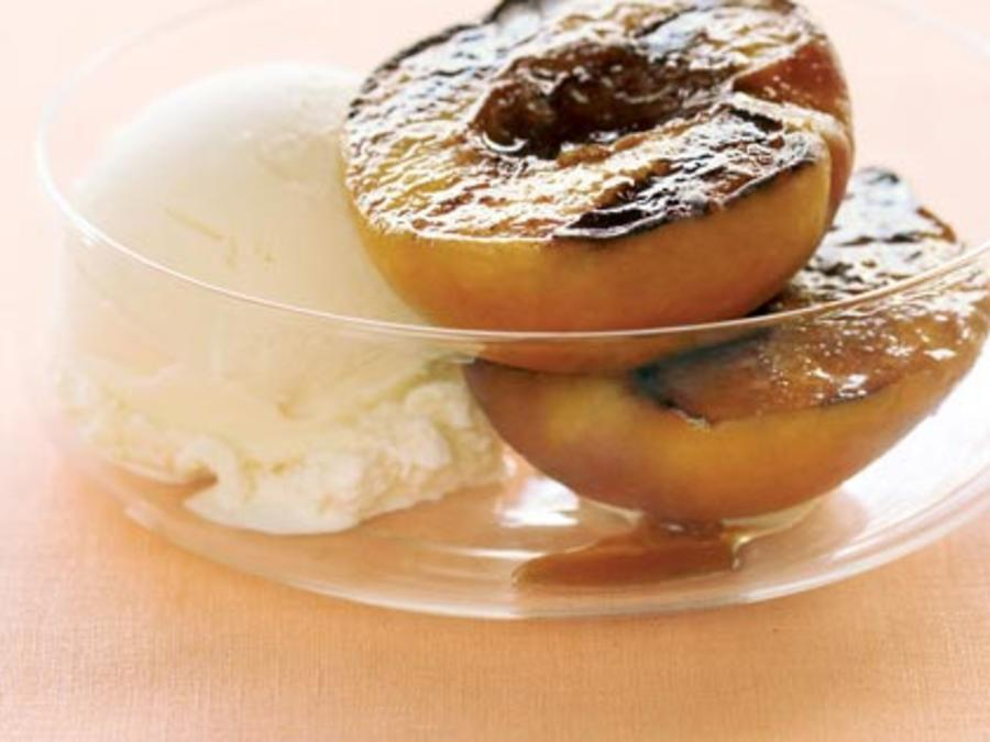 Grilled Peaches With Vanilla Ice Cream