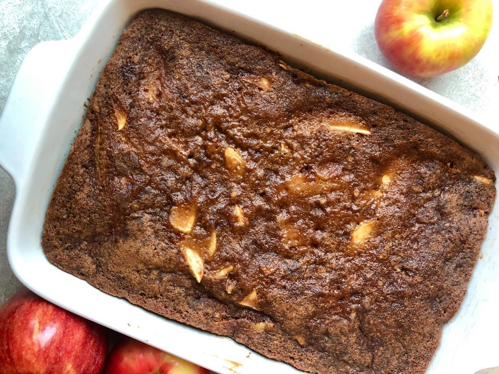 Easy One Bowl Apple Cake horizontal