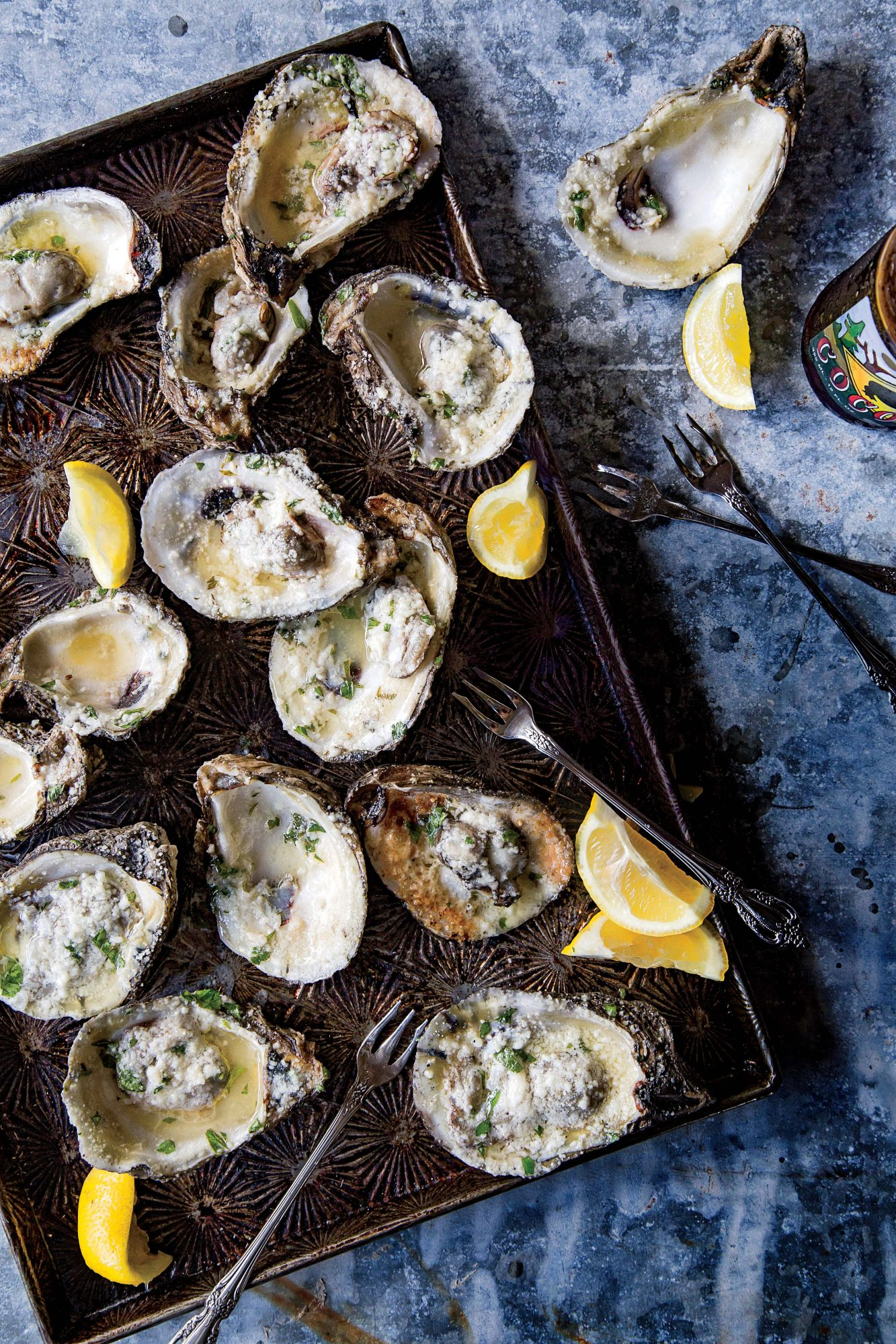 sl-Grilled Oysters with Lemon-Garlic Butter Image