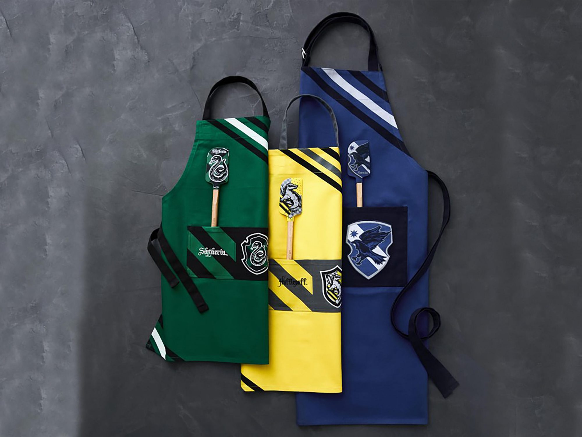 Williams Sonoma Adds New Harry Potter Items Just in Time for Holidays HP-APRONS