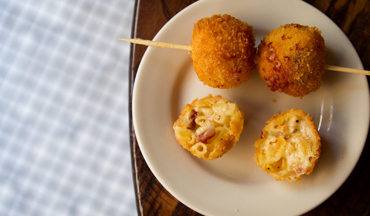 EC:  assets%2Fmessage-editor%2F1473351735980-the-smith-mac-and-cheese-on-a-stick-inline1