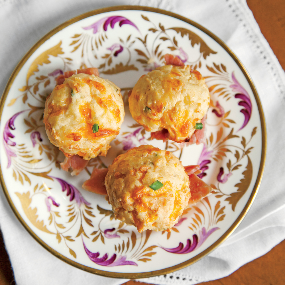 sl-Cheese Grit-and-Chive Muffins Image