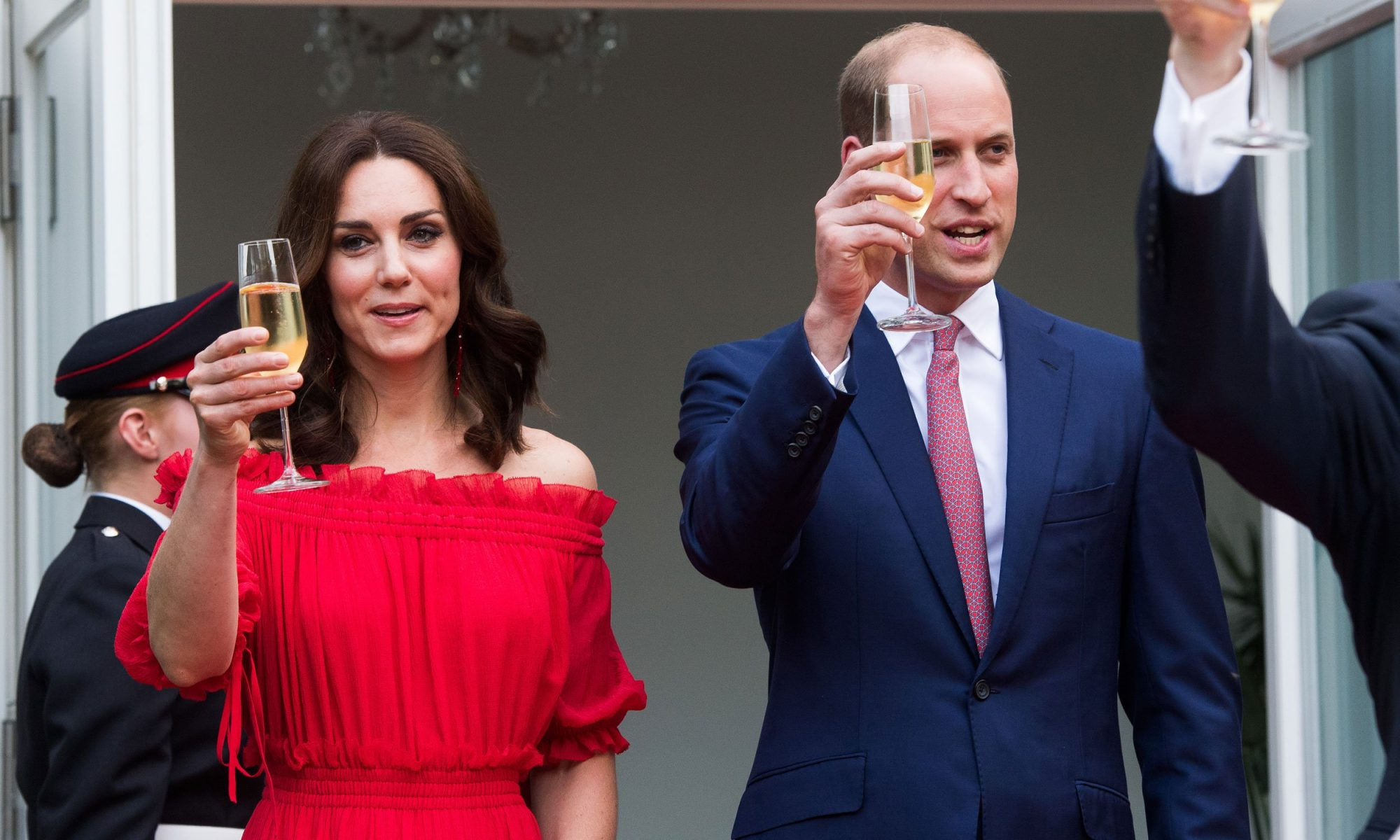 kate and wills with champagne