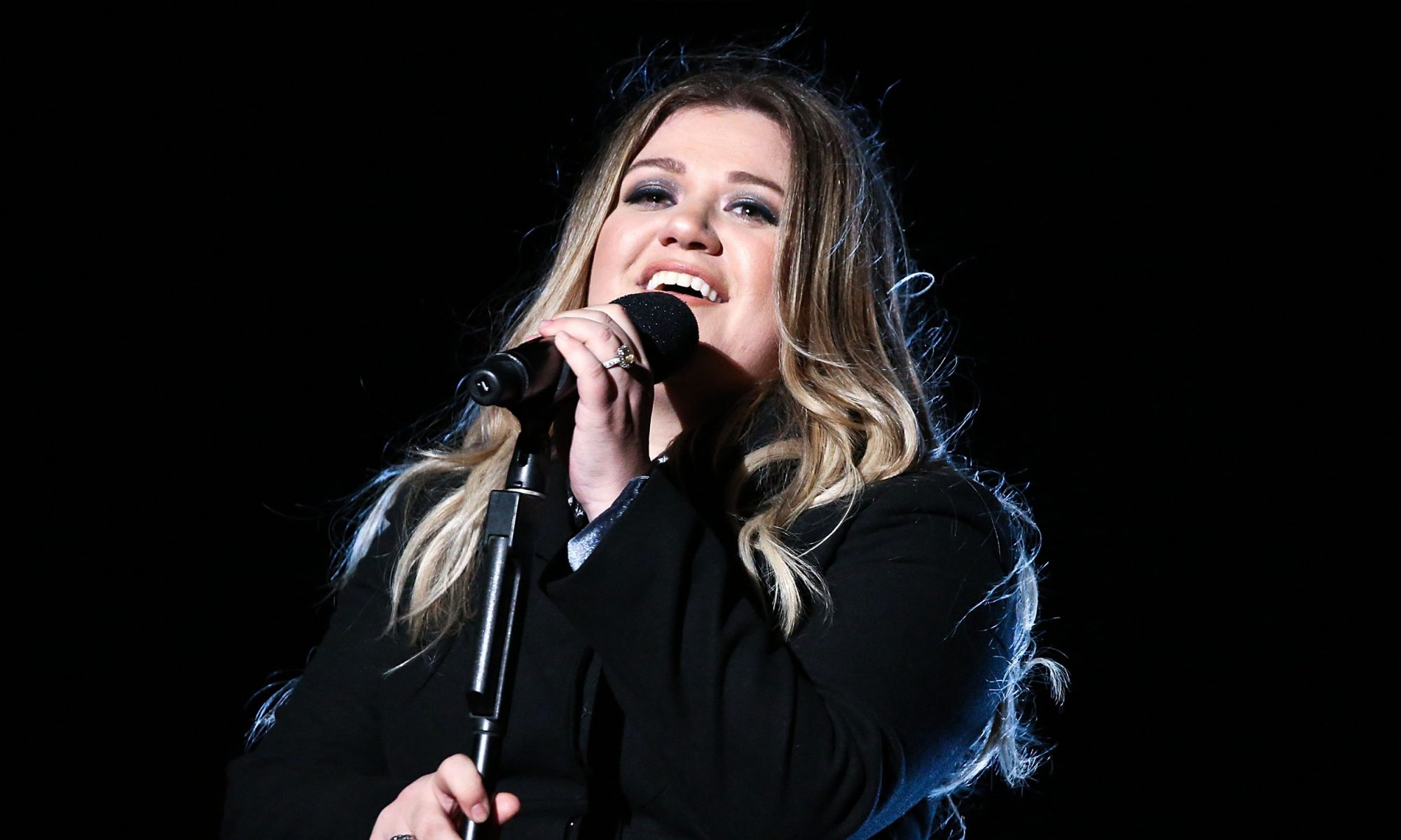 EC: People Are Mad at Kelly Clarkson for Feeding Her Child Nutella Because Moms Can't Win