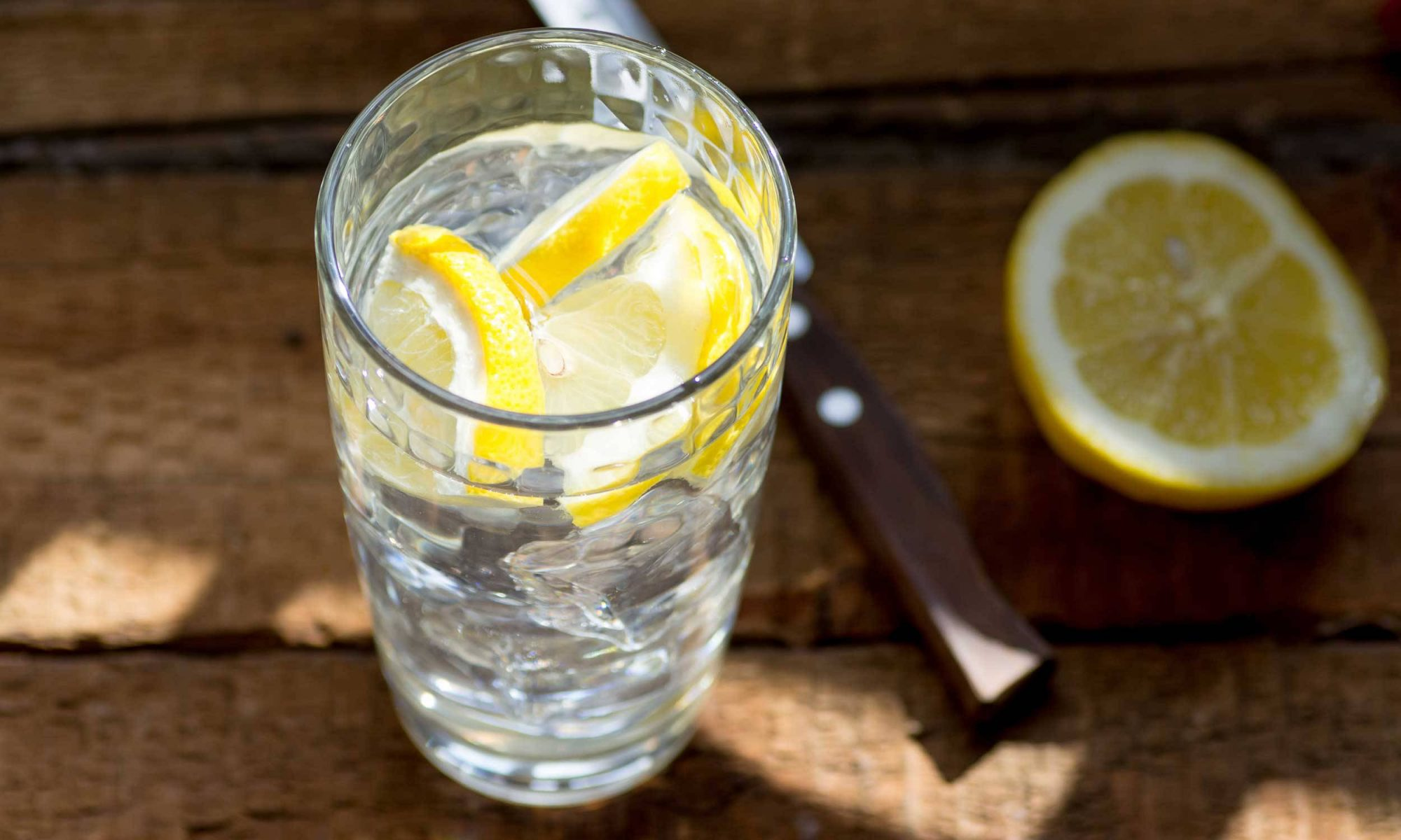 EC: What Are the Benefits of Drinking Lemon Water in the Morning?