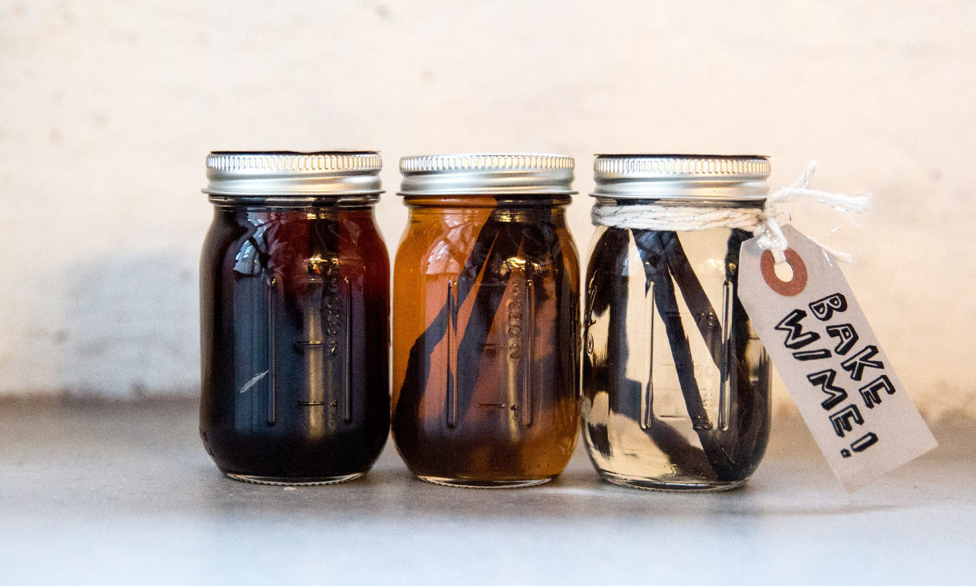 EC: How to Make Homemade Vanilla Extract and Never Buy Imitation Stuff Again