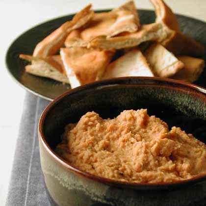 Garlic and Sun-Dried Tomato Hummus