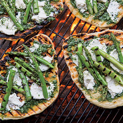 cl-Grilled Asparagus-and-Ricotta Pizzettes