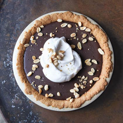 hl-Chocolate Pudding Pie with Salted Peanut Crust