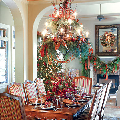Striking Seasonal Dining Room Decor