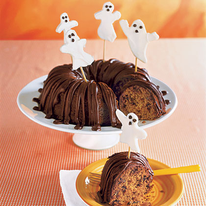 ay-Pumpkin Cake with Little Ghosts