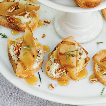Gorgonzola-Grilled Pear Crostini