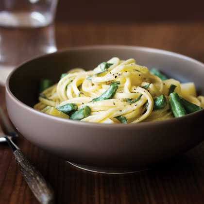 Linguine with Gorgonzola, Potatoes, Green Beans, and Sage