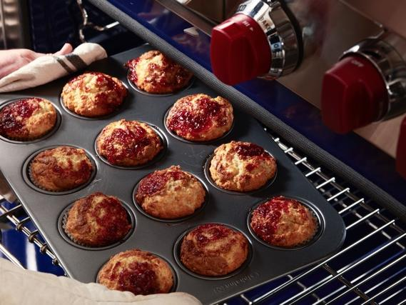 EC: Prince Harry Likes His Bacon Cooked in a Very Specific Way peanut-butter-jelly-muffins-prince-harry-blog1117