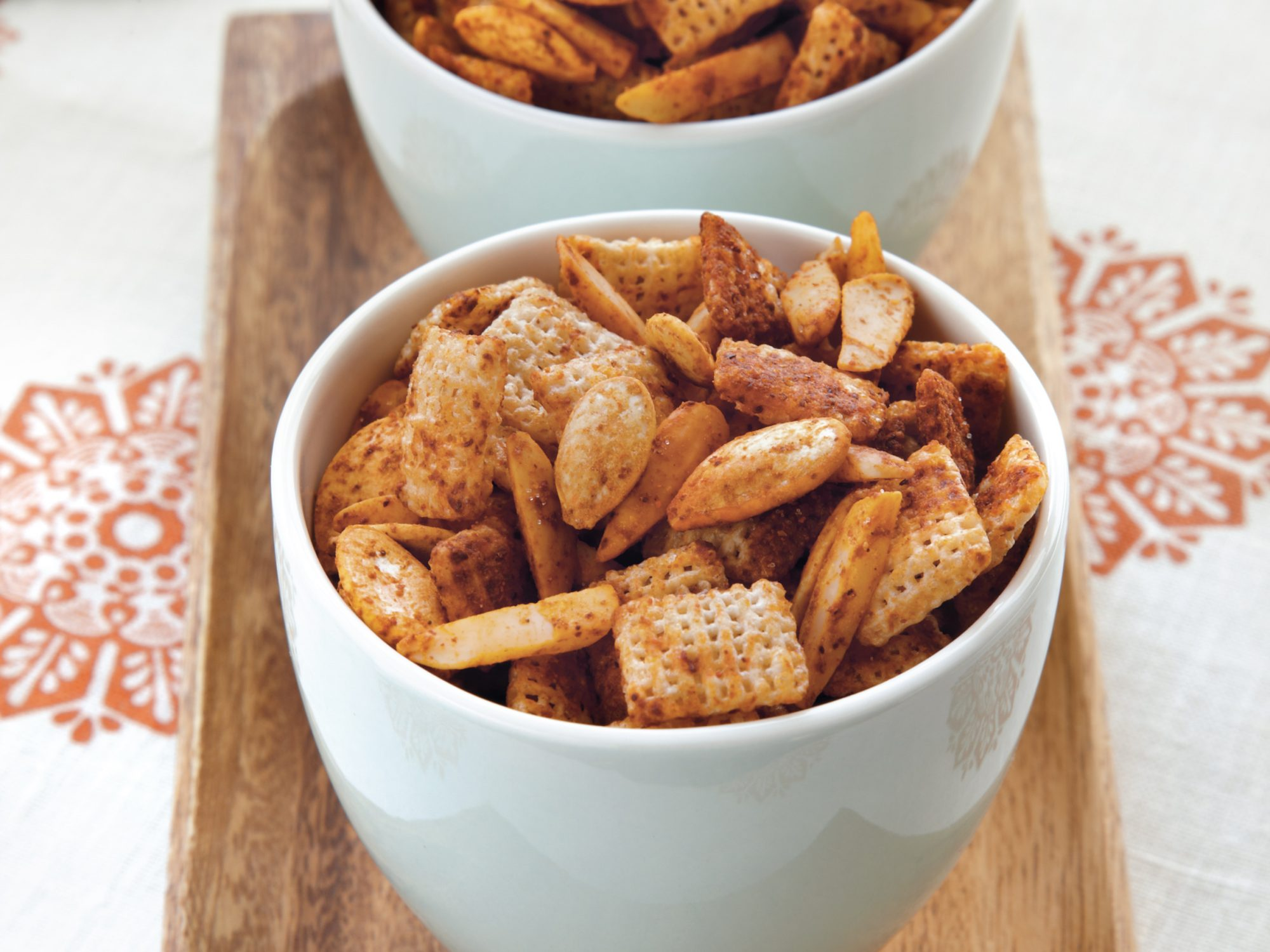 Spicy Almond-Pumpkinseed Snack Mix