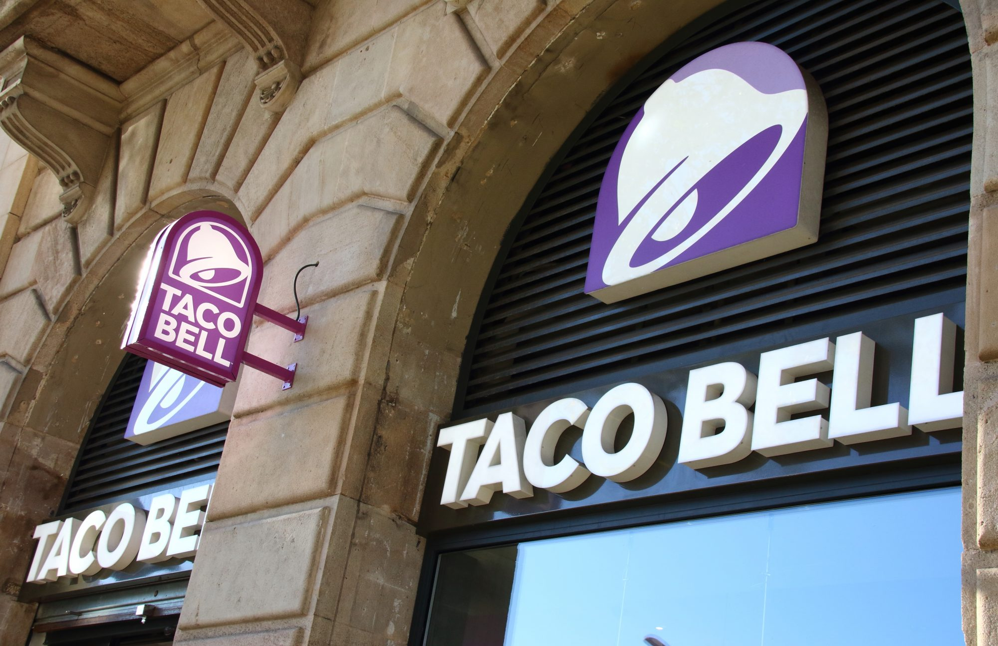 Eight-Year-Old Cancer Patient Fulfills Dream of Working at Taco Bell