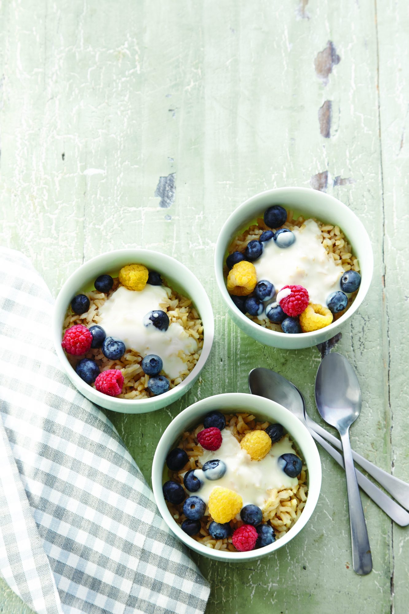 Brown Rice Cereal with Vanilla Cream and Berries