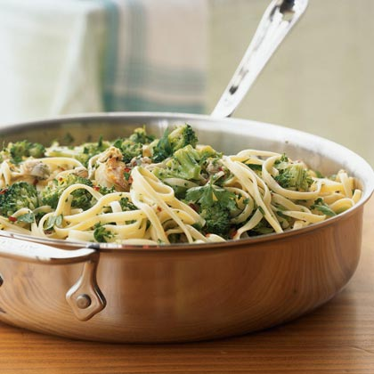 Linguine with White Clam and Broccoli Sauce