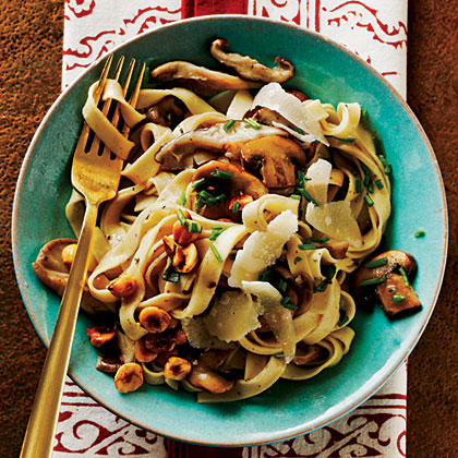 Fettuccine with Mushrooms and Hazelnuts