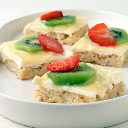Strawberry-Kiwifruit Pizza in a Cookie Crust