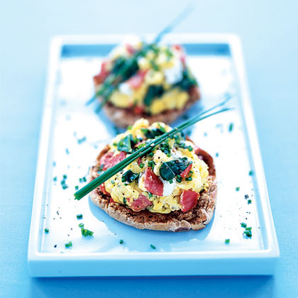 Scrambled Eggs With Smoked Salmon, Spinach, and Chives