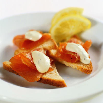 Smoked Salmon with Crème Fraîche Sauce on Shallot Toasts