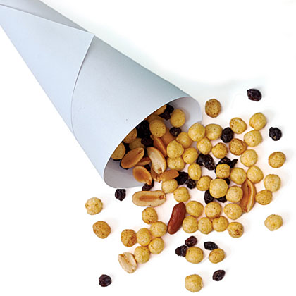 Peanut and Dried Fruit Snack Mix